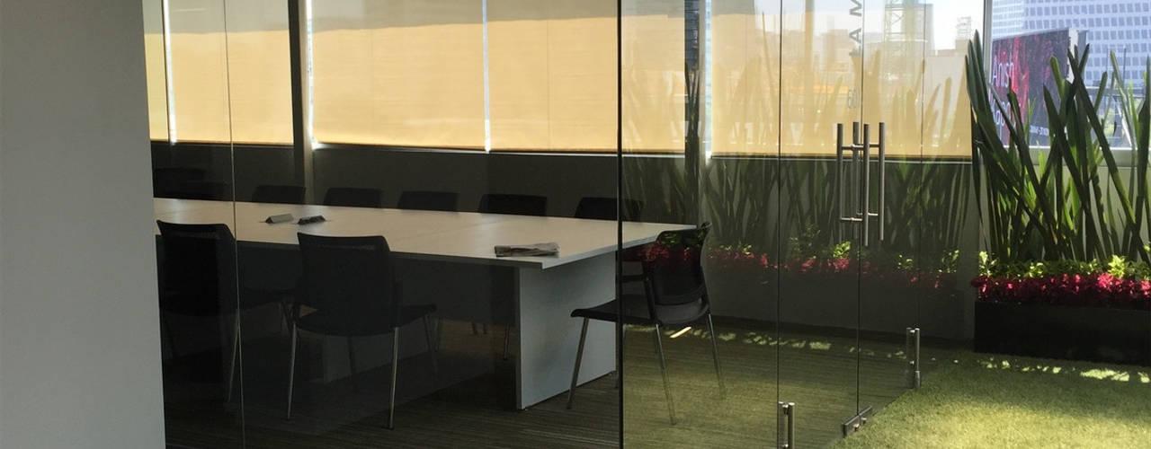 Persianas Enrollables Malla Solar Oficinas:  de estilo  por PRIVE PERSIANAS