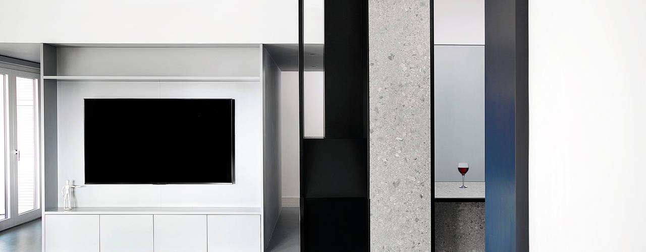 APT. ALBANO Mohamed Keilani Interiors Soggiorno minimalista