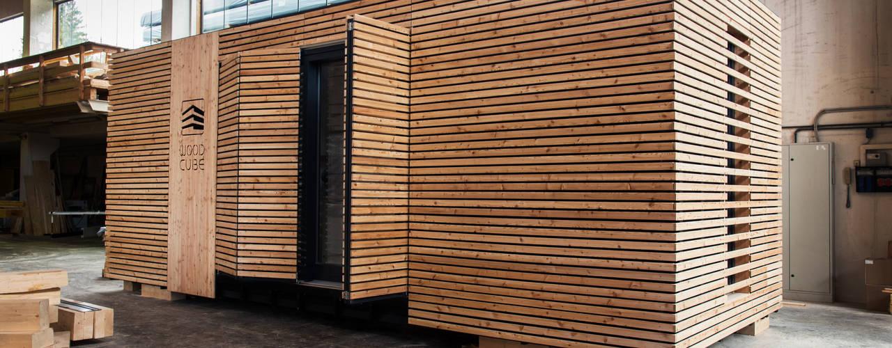 Casas pequeñas de estilo  por WoodCube GmbH, Moderno