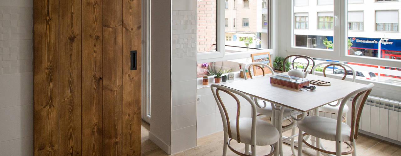 Reforma Integral de Vivienda en Palencia: Cocinas integrales de estilo  de Pin Estudio - Arquitectura y Diseño en Palencia