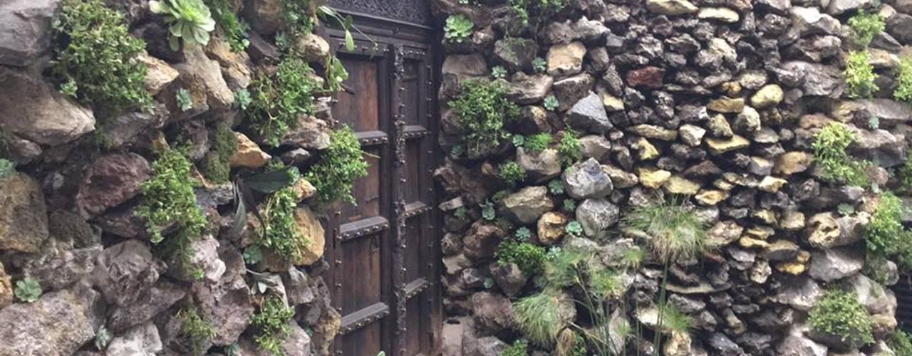 Casa Santa Fe.: Jardines de estilo  por Huatan,
