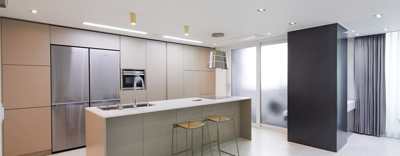 43PY 도곡렉슬 _ 수납공간으로 완성된 품격 있는 모던 아파트 인테리어 모던스타일 주방 by 영훈디자인 모던