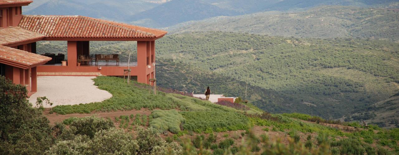 Casa rural: Arquitectura mediterránea contemporánea: Casas rurales de estilo  de Otto Medem Arquitecto vanguardista en Madrid,