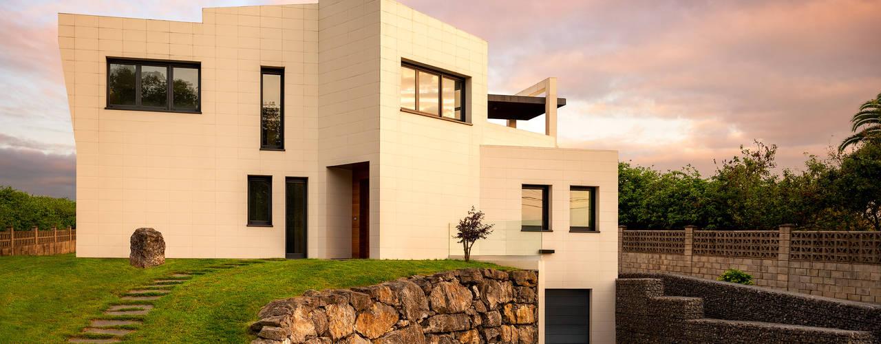 Diseño y Construcción De Una Vivienda Unifamiliar Aislada - Cabueñes, Gijón 2013: Casas unifamilares de estilo  de arQmonia estudio, Arquitectos de interior, Asturias,