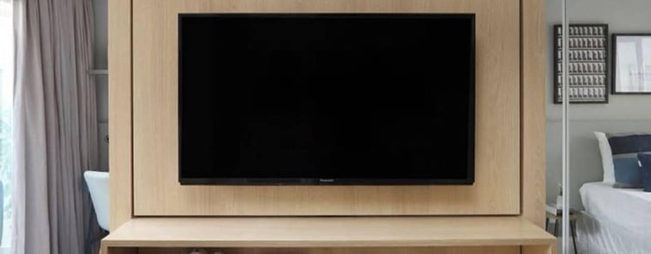 Móvel painel para TV giratória:   por moveis prisma & moveis bamberg,Moderno
