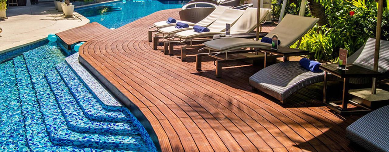 Pavimento da esterno in legno ThermoWood® - DURATA 30 ANNI: Pavimento in stile  di ONLYWOOD,