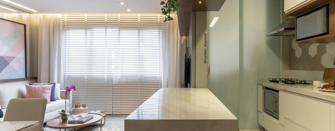 Sala e cozinha integradas por Mari Milani Arquitetura & Interiores Moderno