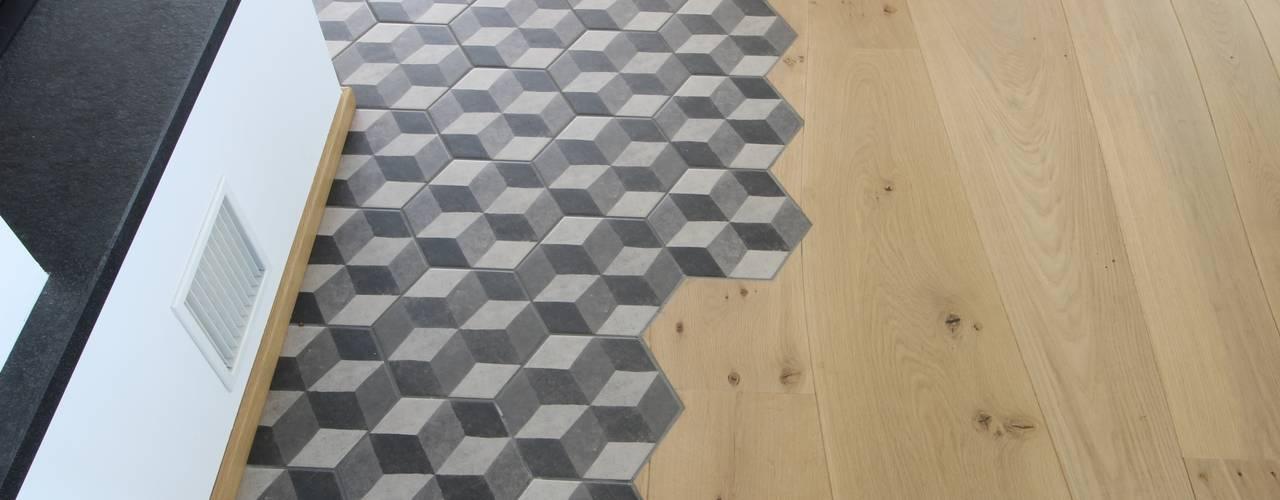 Diversi usi del legno - Bolefloor: Pavimento in stile  di Bolefloor ,