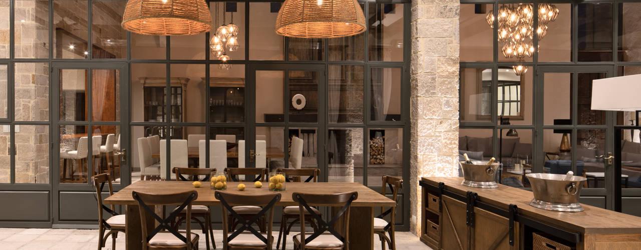 Casa Santísima - San Miguel de Allende: Comedores de estilo  por NATALIA MENACHE ARQUITECTURA,