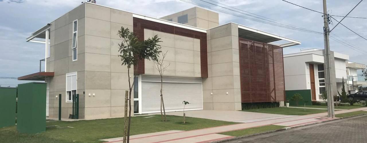 Casa Moderna - Alphaville Jacuhy por ARUS Associados Ltda. Moderno