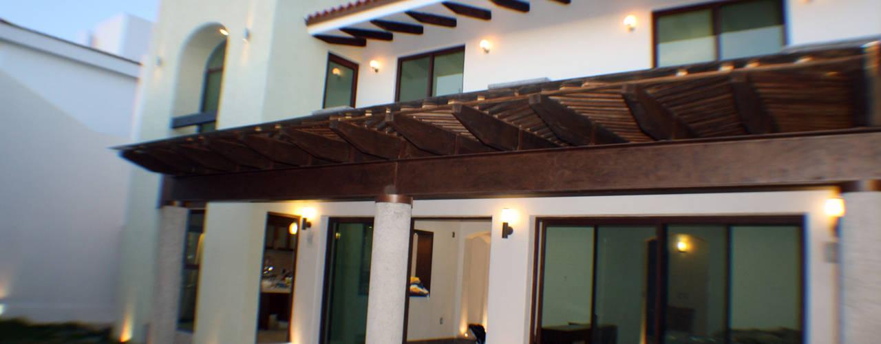 Casa habitación en fraccionamiento residencial de Rabell Arquitectos Ecléctico