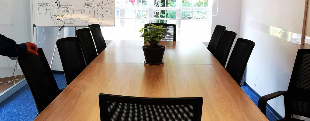 Oficinas Oc Urbyarch Arquitectura / Diseño Estudios y despachos mediterráneos Azul