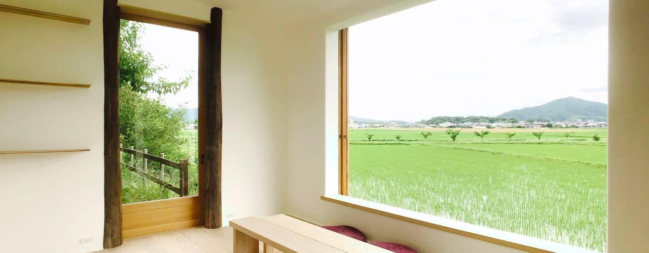 Tea room in Iga ミニマルデザインの 多目的室 の Mimasis Design/ミメイシス デザイン ミニマル