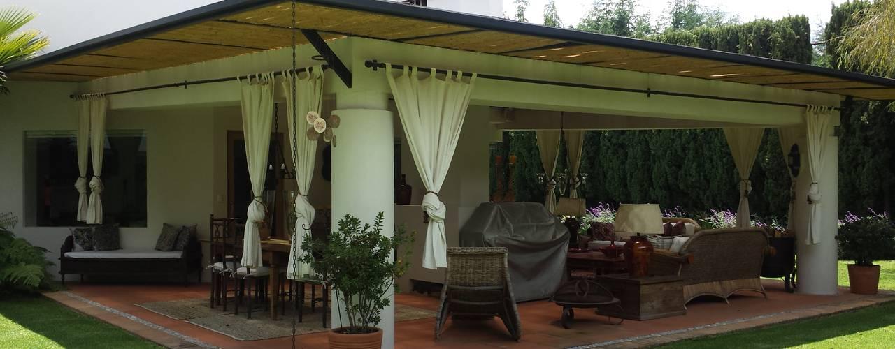 Hacienda de Vallescondido Balcones y terrazas eclécticos de FAR920924JC0 Ecléctico