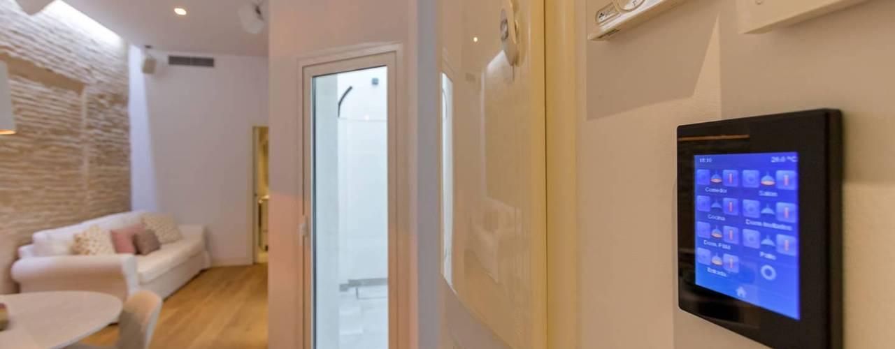 Elektronica door Domonova Soluciones Tecnológicas para tu vivienda en Madrid, Modern