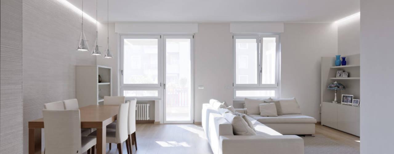 BEIGE IS THE NEW WHITE: Soggiorno in stile  di GruppoTre Architetti, Moderno