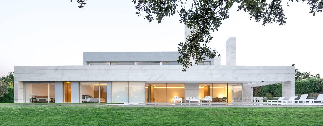 NB32: Casas unifamilares de estilo  de Estudio Azqueta - Arquitectos, Moderno