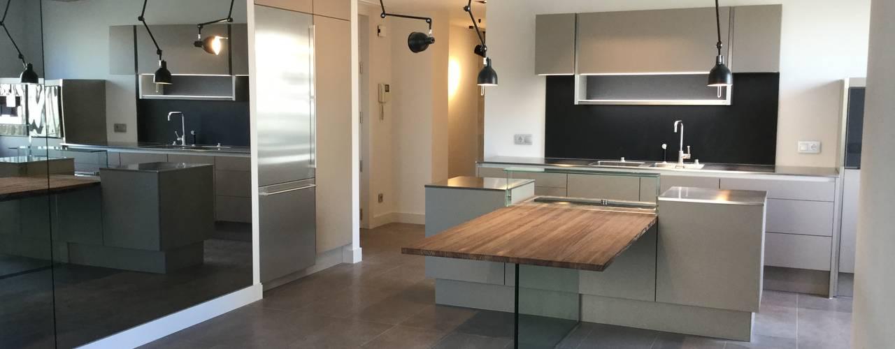 REFORMA INTEGRAL DE PISO en Madrid Pª. LA CASTELLANA: Salones de estilo  de Arquide Estudio, reforma y rehabilitación en Madrid, Industrial