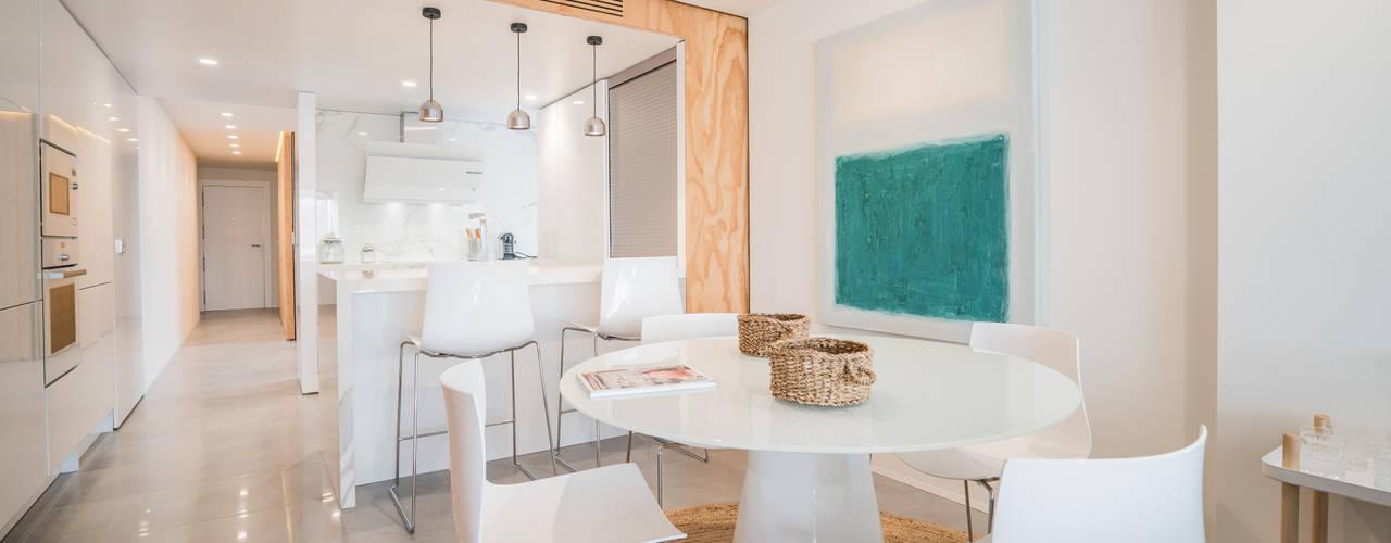 Reforma integral de apartamento en el centro de Murcia Comedores de estilo moderno de Francisco Pomares Arquitecto / Architect Moderno