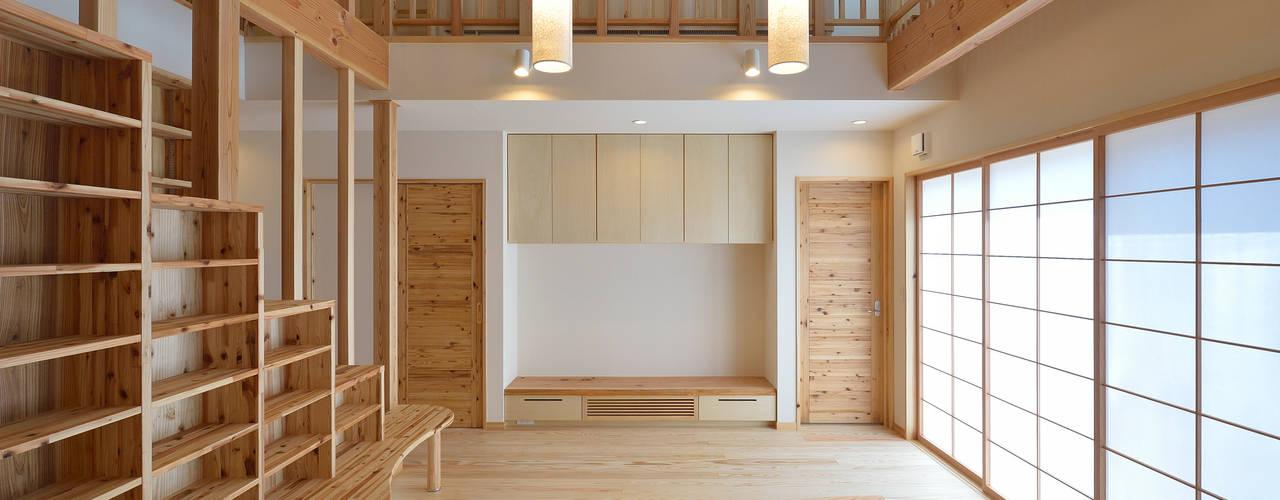 本棚と書斎 pickup: 空間工房株式会社が手掛けた折衷的なです。,オリジナル