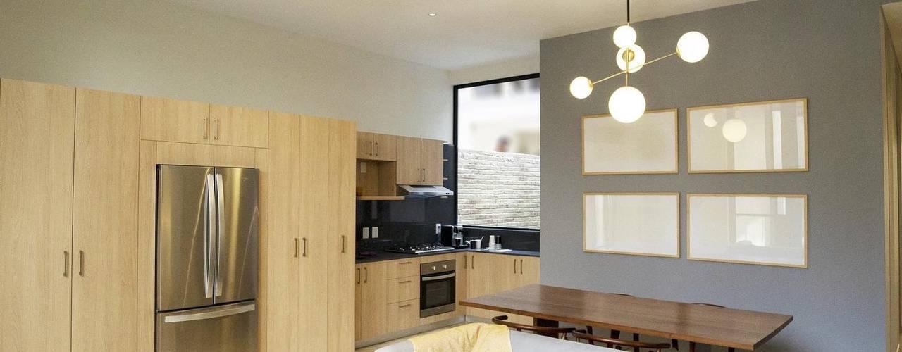 Proyecto Obrero Mundial 384. de MOKALI Carpintería Residencial Moderno