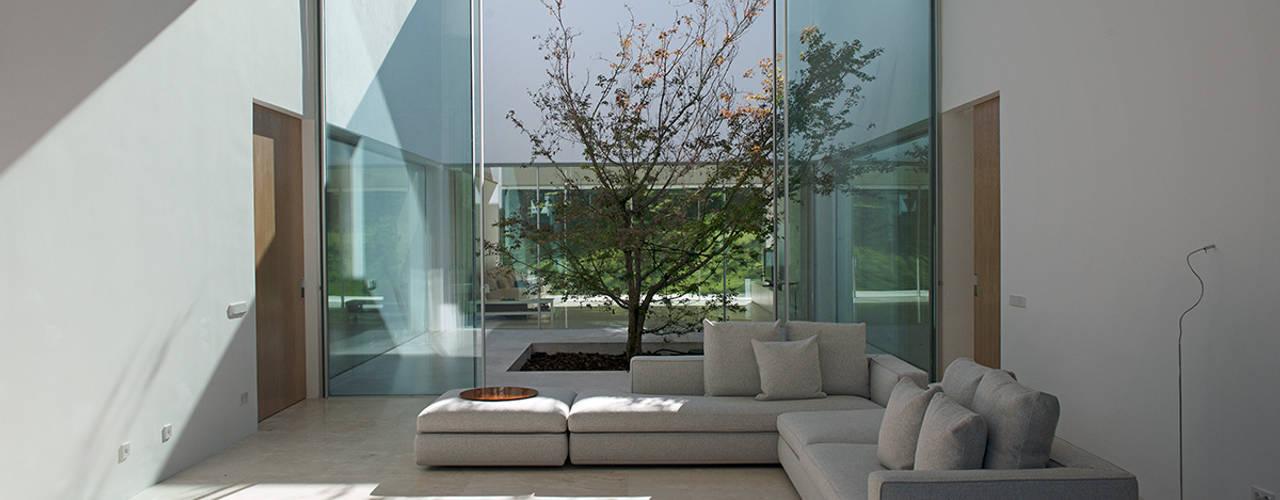 Vivienda Unifamiliar Aislada con Piscina en Madrid Salones de estilo mediterráneo de Otto Medem Arquitecto vanguardista en Madrid Mediterráneo