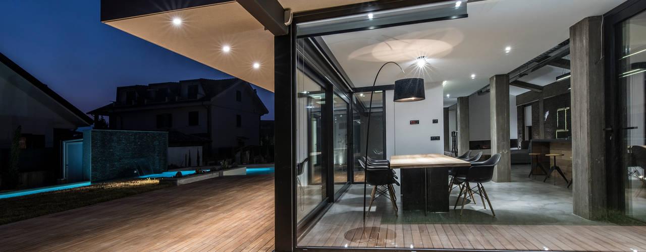 Villa con serramenti in alluminio Schuco di Modoal Moderno