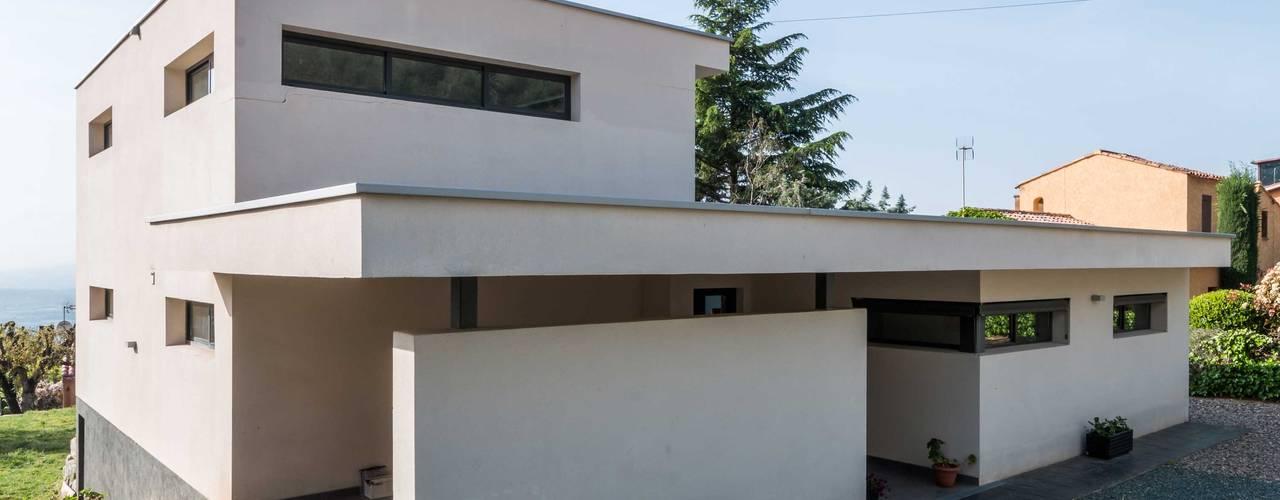 Construcción de Casa Moderna en L'Ametlla del Vallès Casas de estilo moderno de Esteve Arquitectes Moderno