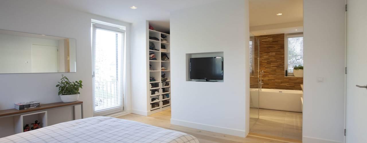 Modern Bedroom by Thijssen Verheijden Architecture & Management Modern