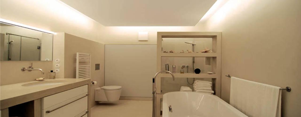 Bad Metropolitan Moderne Badezimmer von material raum form Modern