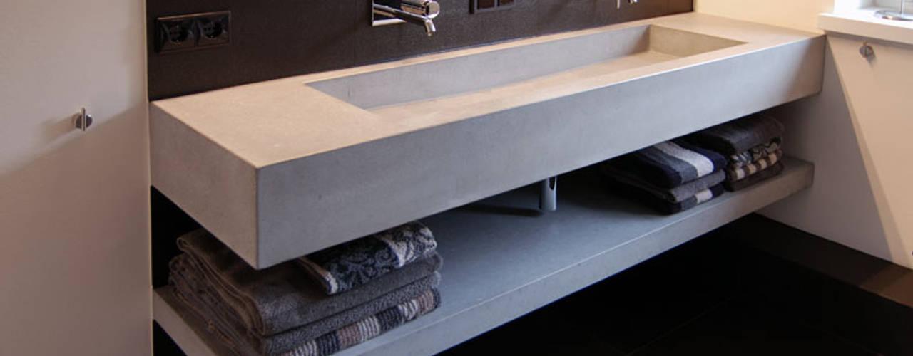 Betonwaschtisch Arrayd: modern  von material raum form,Modern