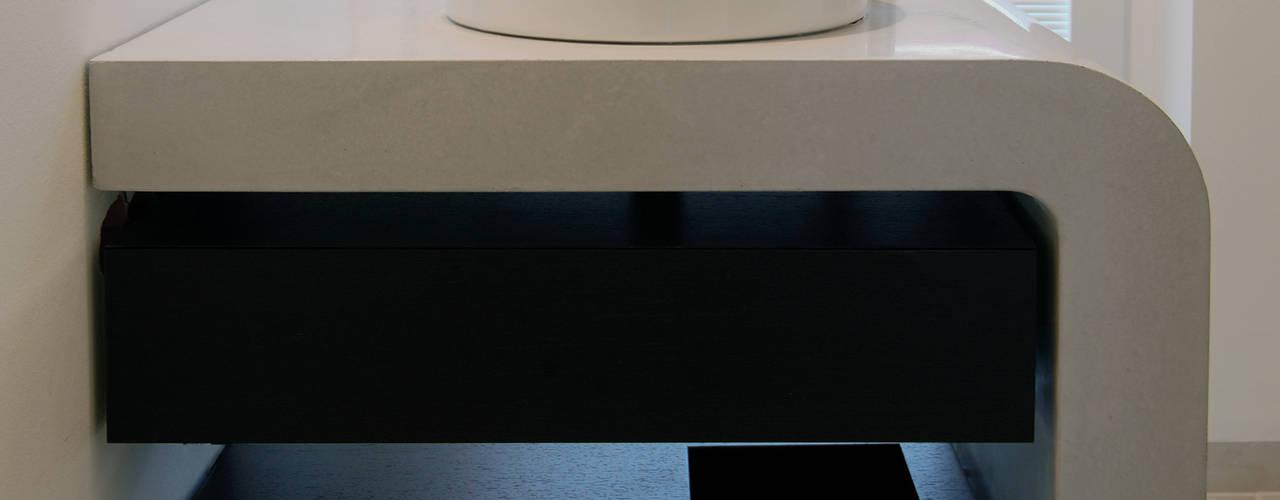 Betonwaschtisch Arqueé: modern  von material raum form,Modern