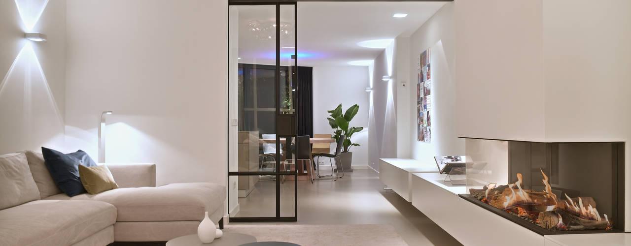 Ontwerp en Realisatie jaren 60 villa Moderne woonkamers van Ester Lipsch Creatief Ontwerp Modern