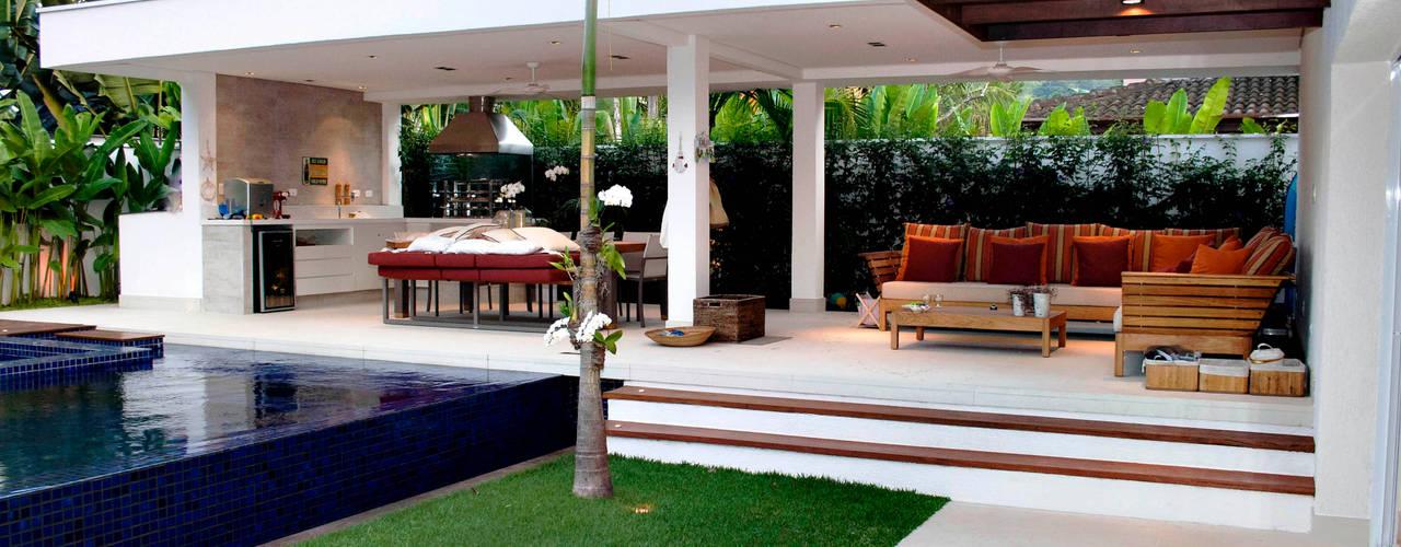 Casa Praia da Baleia, São Sebastião/SP por RAWI Arquitetura + Design Minimalista