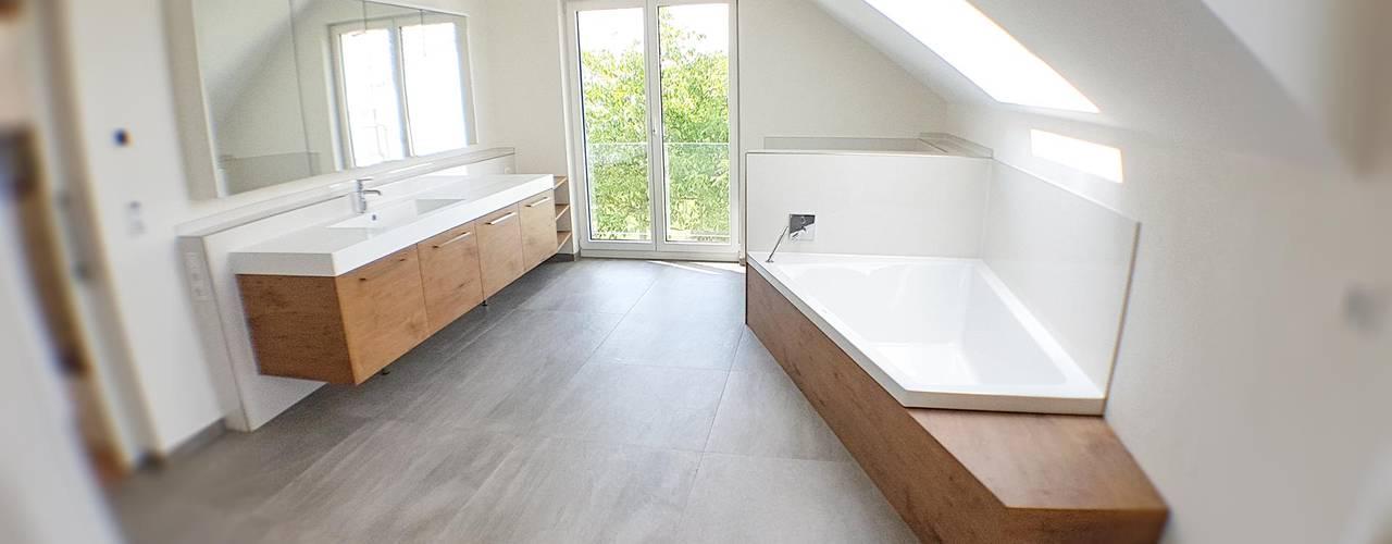 Möbel nach Maß vom Waschtisch bis zum Mediamöbel Hammer & Margrander Interior GmbH Moderne Badezimmer Holznachbildung
