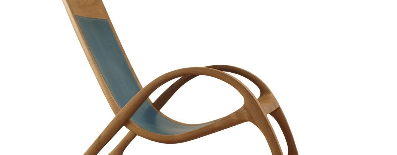 Schaukelstuhl aus Holz mit blauem Leder Moderne Wohnzimmer von Holzarbeiten André Findeisen Modern
