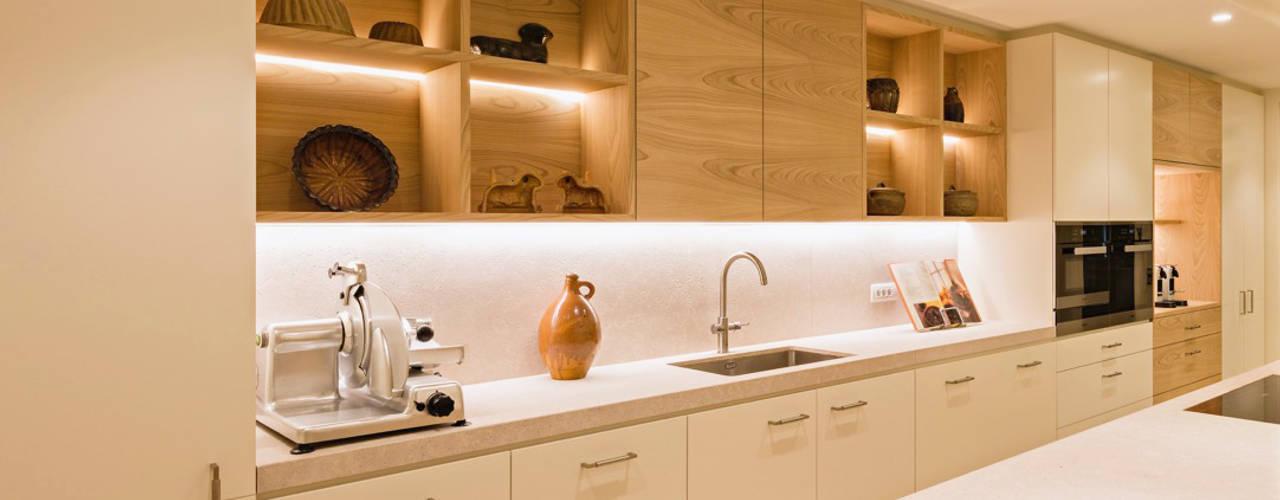 Appartement, Kapellen België Moderne keukens van ÈMCÉ interior architecture Modern