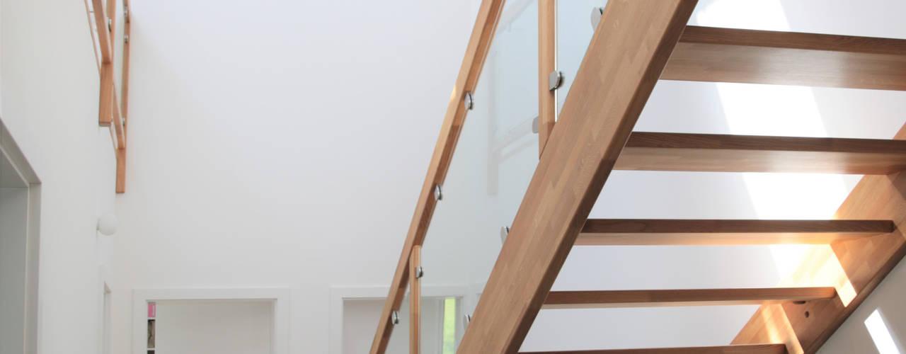 Reduzierte Hülle mit innerer Größe: modern  von archipur Architekten aus Wien,Modern