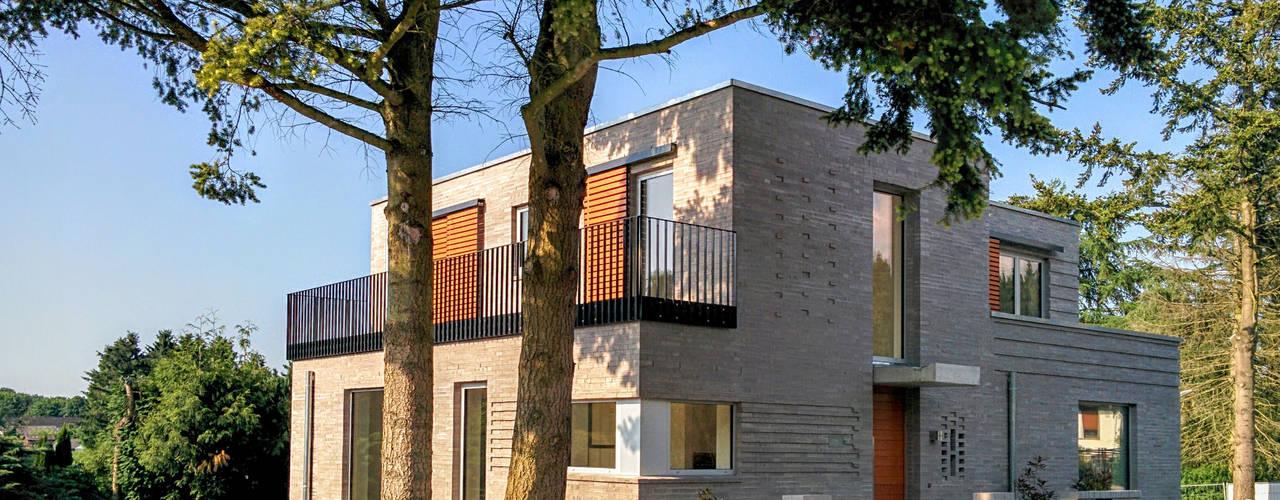 SILVERCUBE - exklusives Stadthaus in Hamburg -Eissendorf von Schulz & Budinger Ingenieure Modern