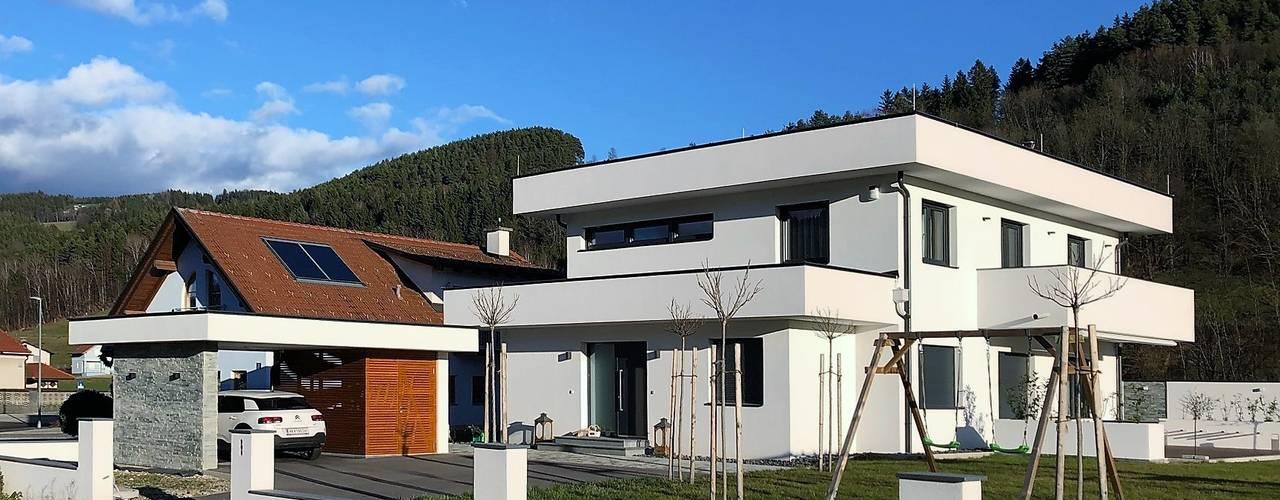 Haus mit markanter Attika von archipur Architekten aus Wien Modern