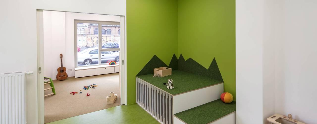KITA _WERKSTATT FÜR UNBESCHAFFBARES - Innenarchitektur aus Berlin Moderne Schulen