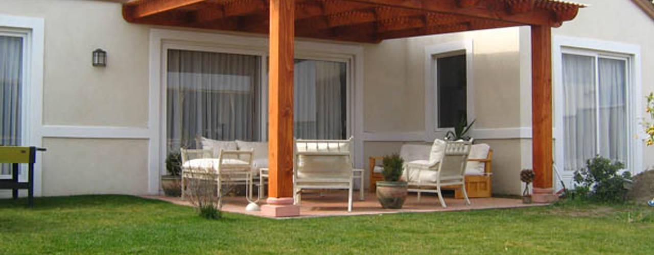 Cobertizos , Terrazas, Decks -- Stgo y V Región Balcones y terrazas clásicos de Cobertizos Calle Calle Clásico