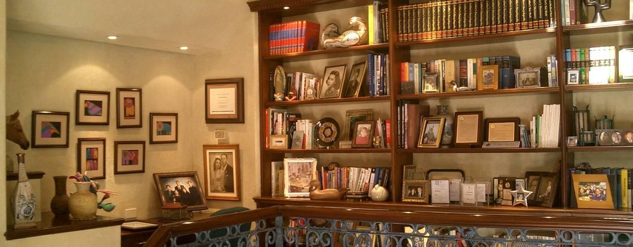 Casa Estilo Colonial Estudios y despachos coloniales de DIMARQ® espacios arquitectónicos Colonial