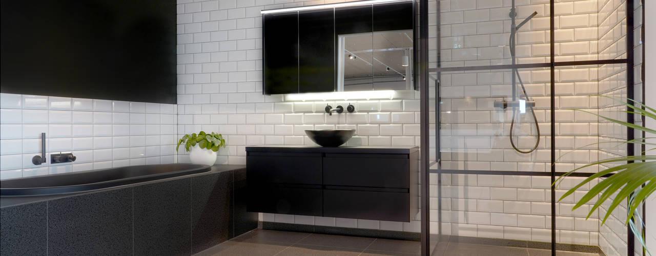 Zwarte badkamerinrichting Moderne badkamers van De Eerste Kamer Modern