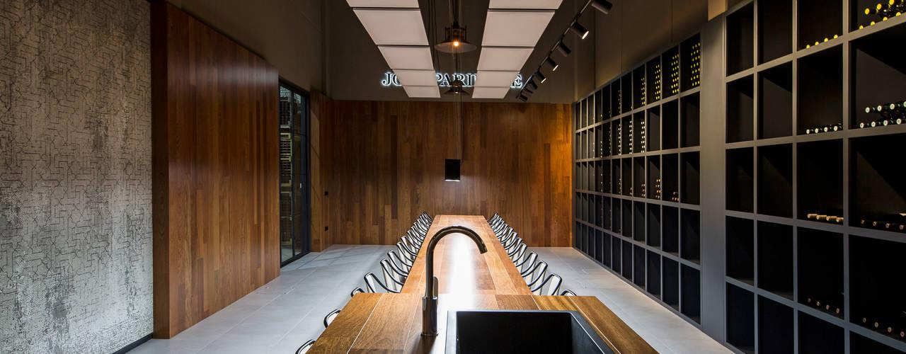 Proyecto de diseño de interiores y de mobiliario en Bodega José Pariente Gastronomía de estilo moderno de MEDITERRANEAN FUSION S.L. Moderno