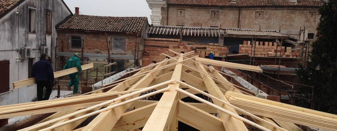 Ristrutturazione Sala Polifunzionale Studio di Architettura Massimiliano Furini Tetto a falde Legno massello Marrone