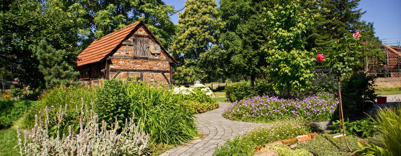 Landhausgarten Garten im Landhausstil von Paus Gartendesign Landhaus