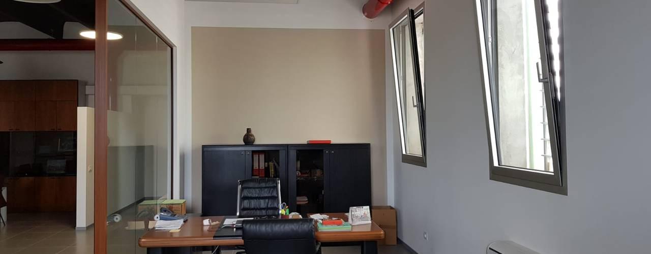 Nuovi uffici e riqualificazione energetica di un capannone ad uso produttivo di studiolineacurvarchitetti Moderno