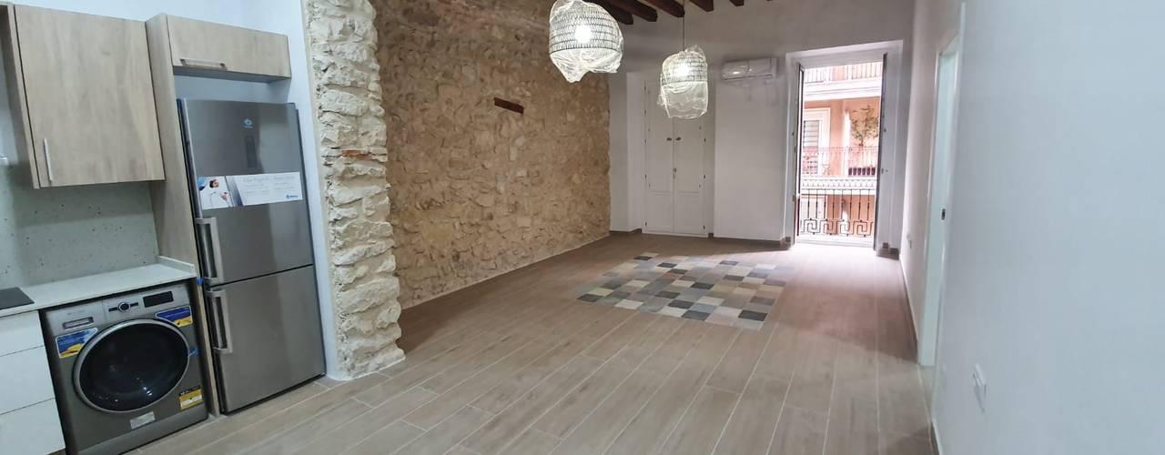 Reforma integral de edificio completo en Alicante Comedores de estilo moderno de CreaCivil Moderno