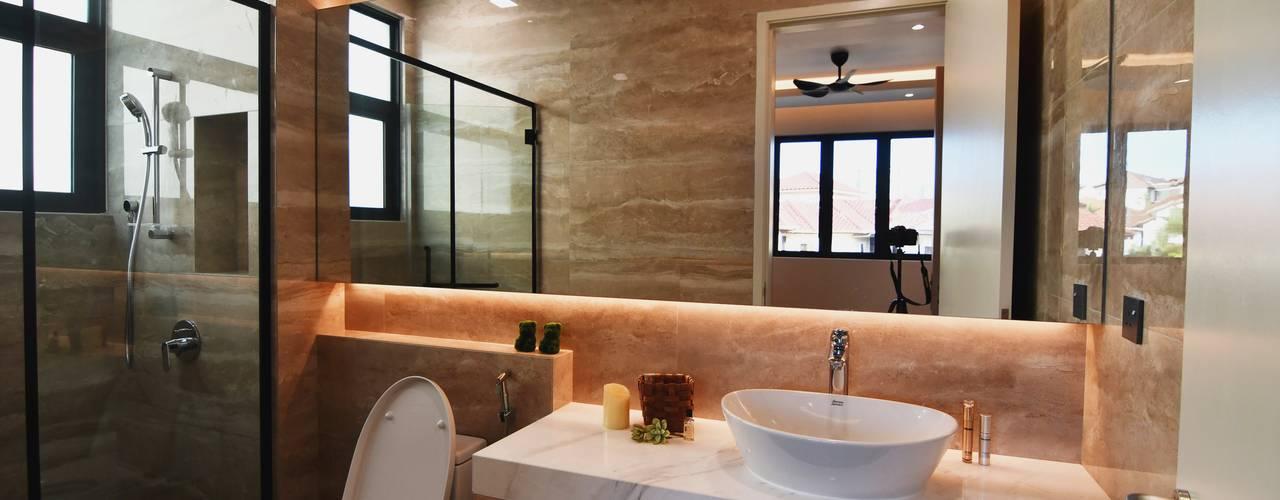 DOUBLE STOREY HOUSE @ BANDAR KINRARA, PUCHONG Modern style bathrooms by MDD DESIGN SDN BHD Modern